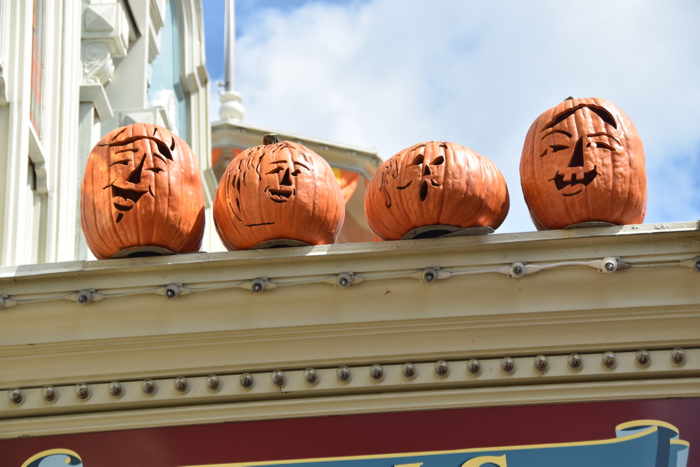 halloween restaurant promotions: let your guests know that you're celebrating halloween